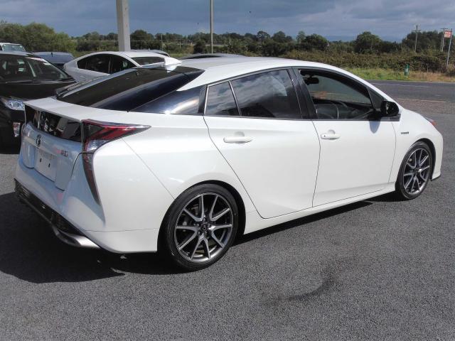 2016 Toyota Prius - Image 2
