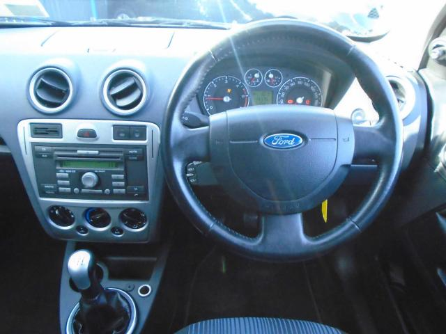 2009 Ford Fusion - Image 12