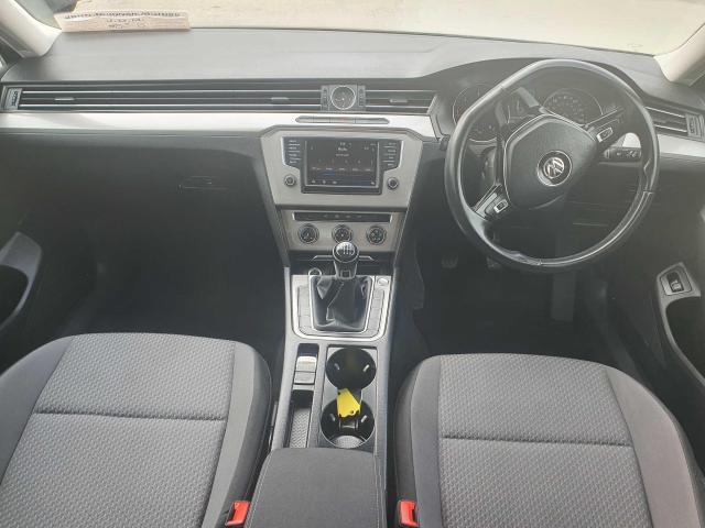 2017 Volkswagen Passat - Image 16