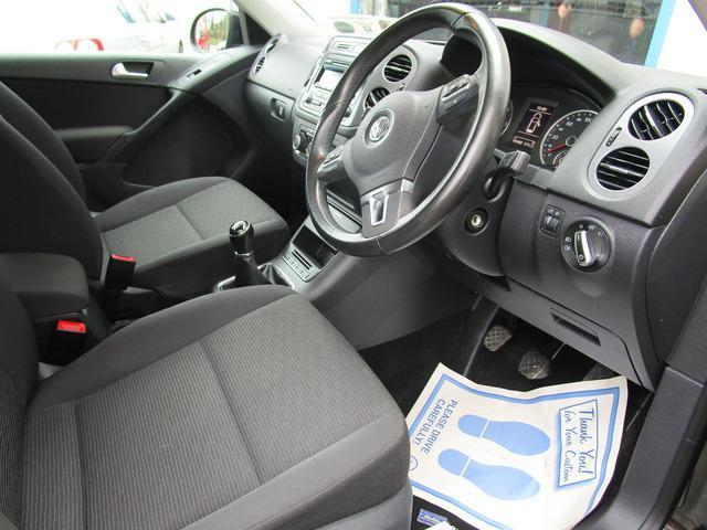 2012 Volkswagen Tiguan - Image 2
