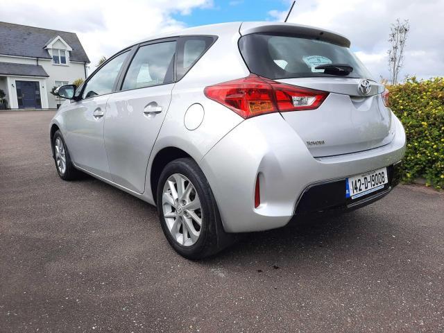 2014 Toyota Auris - Image 2