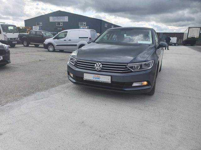 2017 Volkswagen Passat - Image 20