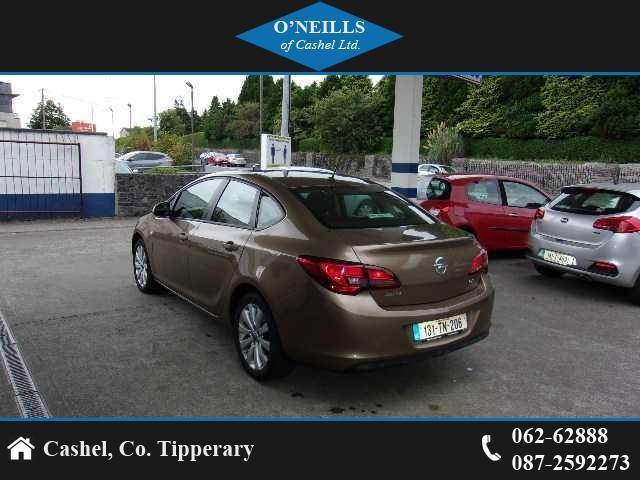 2013 Opel Astra - Image 4