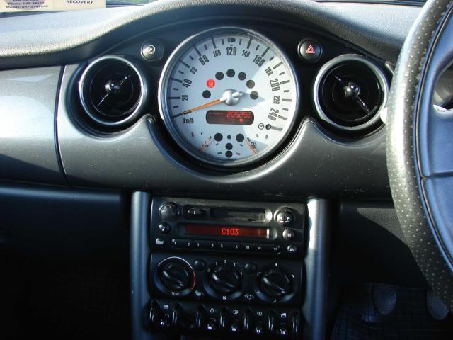 2005 Mini One - Image 10
