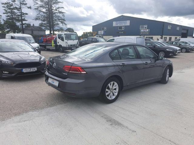 2017 Volkswagen Passat - Image 13