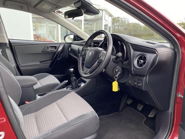 2017 Toyota Auris - Image 9