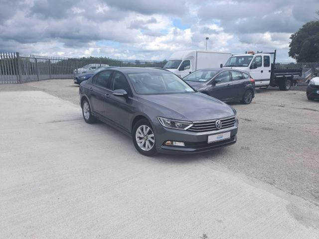 2017 Volkswagen Passat - Image 2