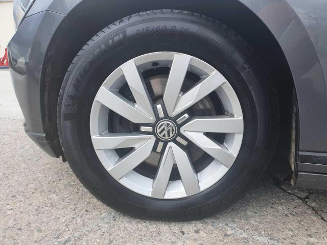 2017 Volkswagen Passat - Image 8