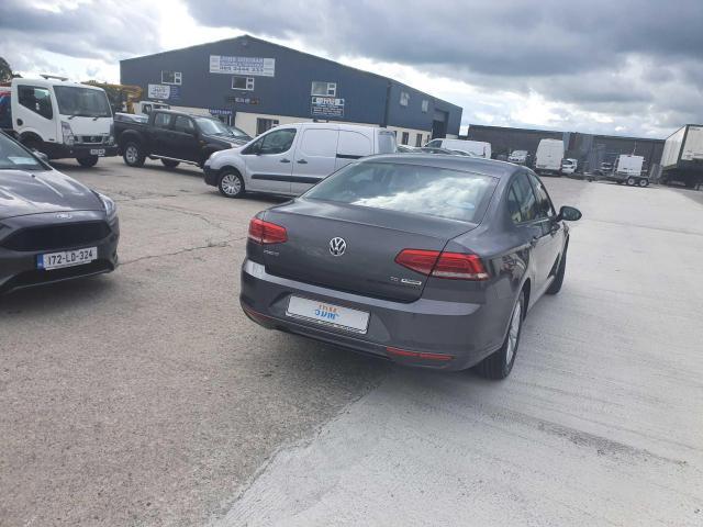 2017 Volkswagen Passat - Image 12