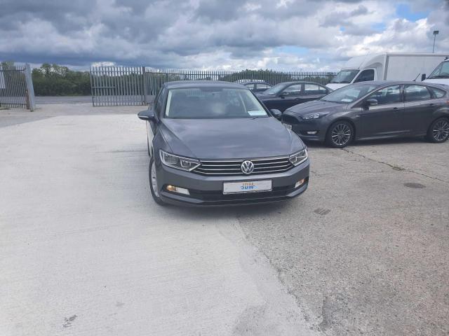 2017 Volkswagen Passat - Image 4