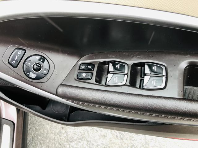2014 Hyundai Santa Fe - Image 12
