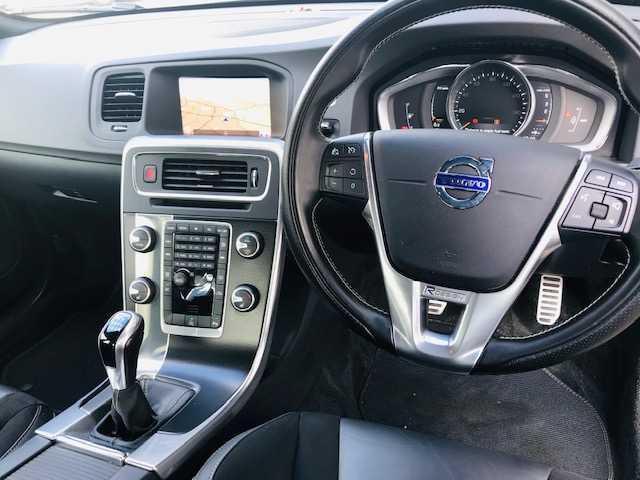 2017 Volvo S60 - Image 25