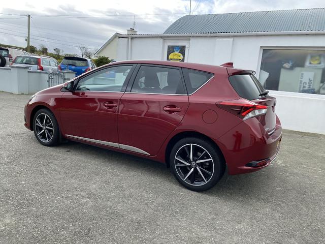2017 Toyota Auris - Image 2