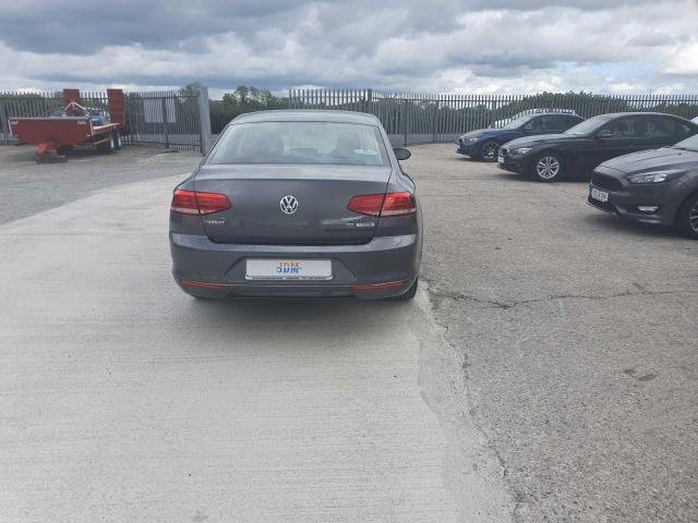 2017 Volkswagen Passat - Image 32