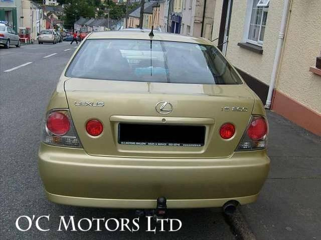 2003 Lexus IS 200 - Image 4