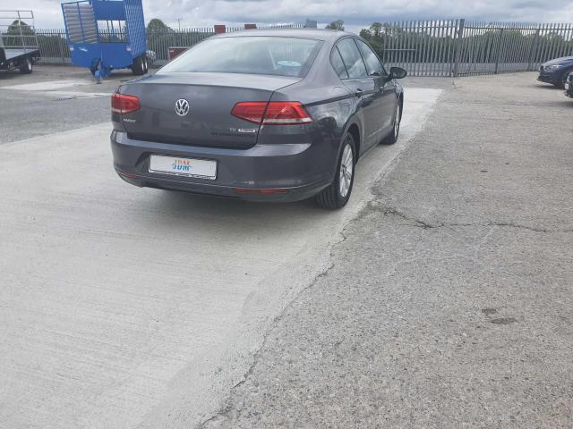 2017 Volkswagen Passat - Image 34