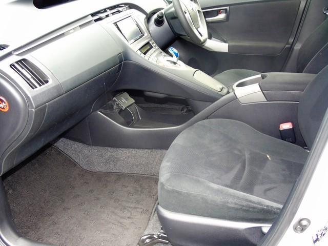 2013 Toyota Prius - Image 12