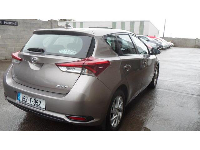 2015 Toyota Auris - Image 5