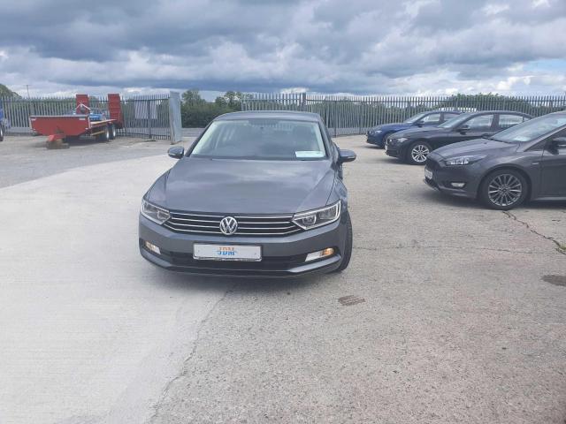 2017 Volkswagen Passat - Image 5