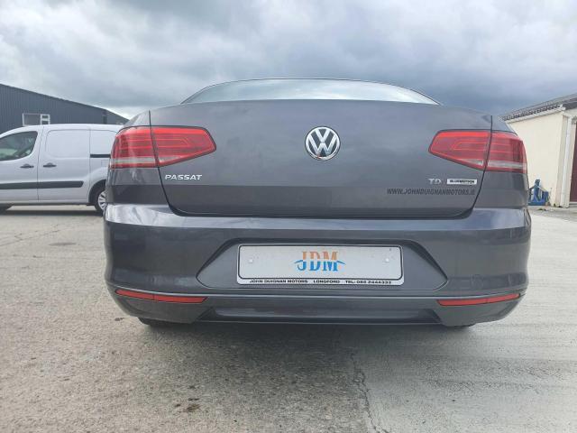 2017 Volkswagen Passat - Image 15