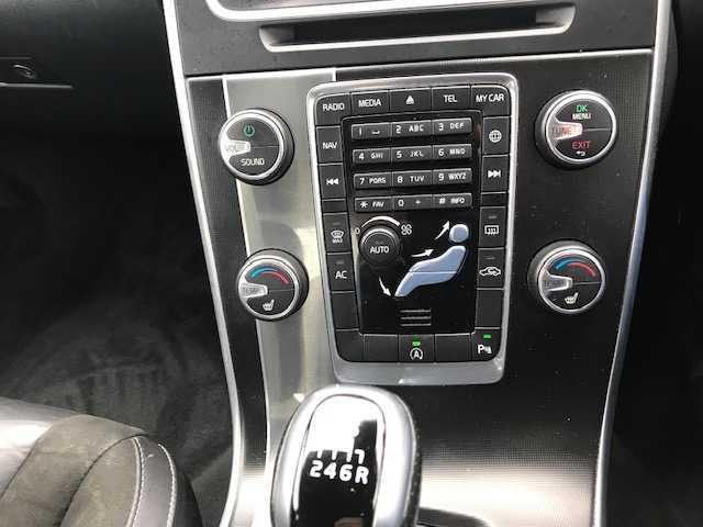 2017 Volvo S60 - Image 3