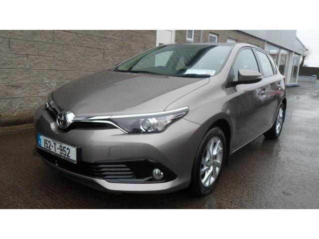 2015 Toyota Auris - Image 2