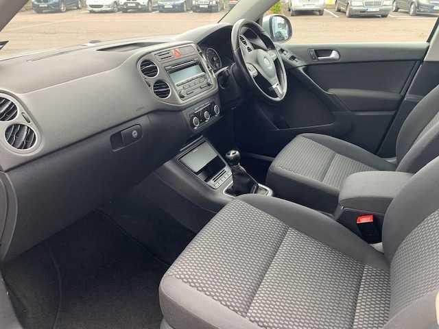 2011 Volkswagen Tiguan - Image 14
