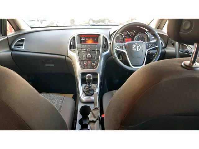 2015 Vauxhall Astra - Image 2