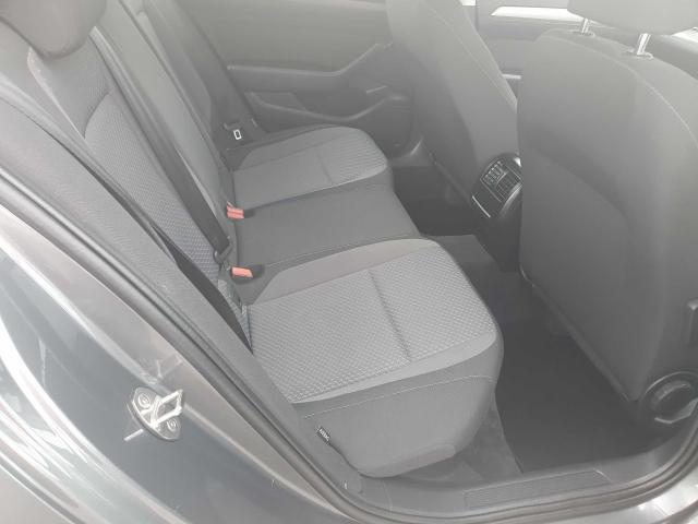 2017 Volkswagen Passat - Image 35