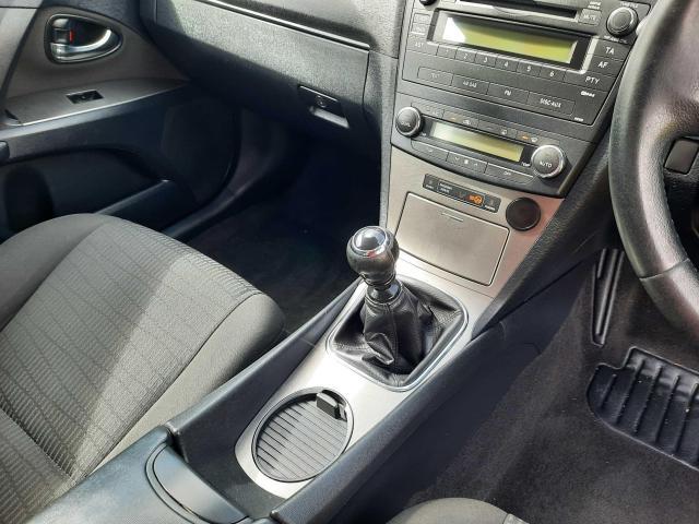2010 Toyota Avensis - Image 13