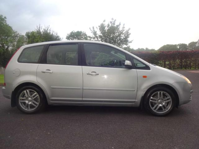 2005 Ford Focus - Image 12