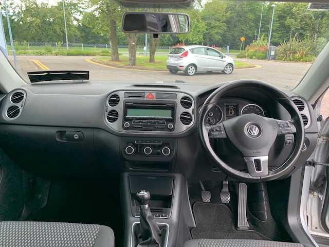 2011 Volkswagen Tiguan - Image 11
