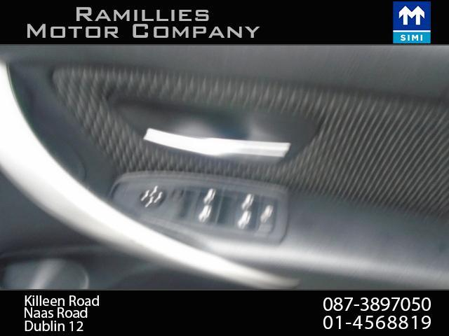 2012 BMW 3 Series - Image 20