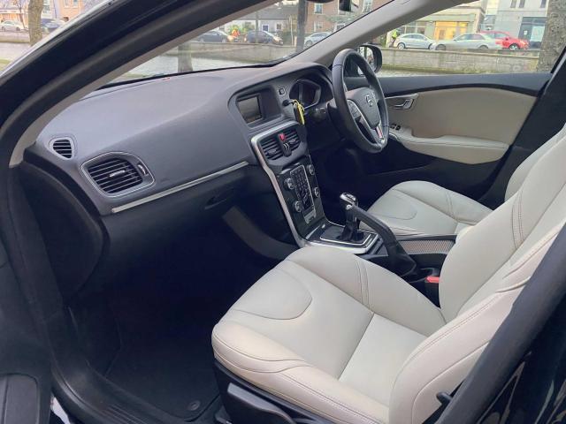 2018 Volvo V40 - Image 4