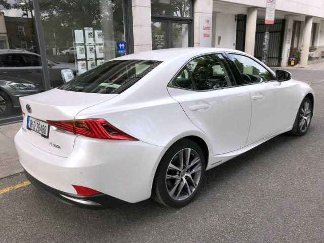 2018 Lexus IS 300h - Image 5