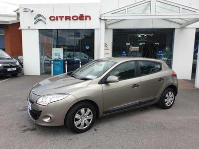 Photos of 2010 Renault MEGANE 1.5L Manual