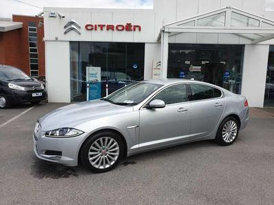Photos of 2015 Jaguar XF 2.2L Automatic