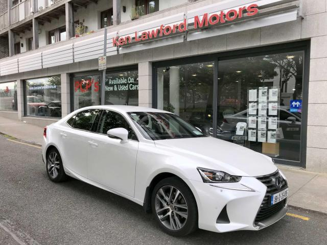 2018 Lexus IS 300h - Image 2