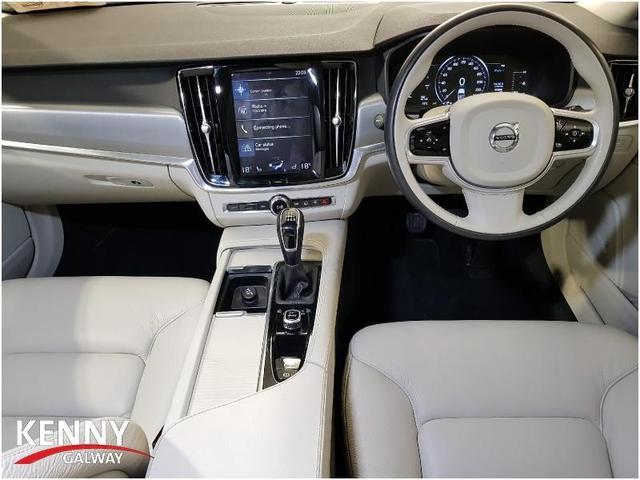 Photos of Volvo V90