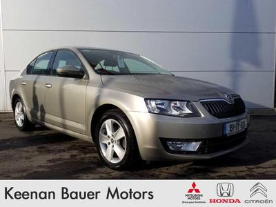 Photos of 2015 Skoda OCTAVIA 1.6L Manual